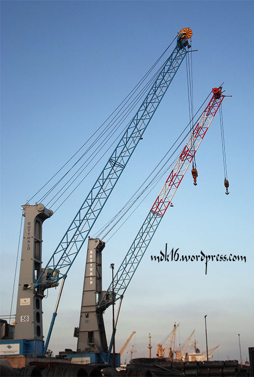 harbour mobile crane