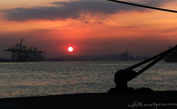 sunset dipelabuhan